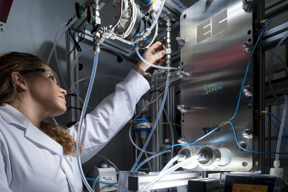 Researcher of VoltaChem/TNO working on electrochemical experiments