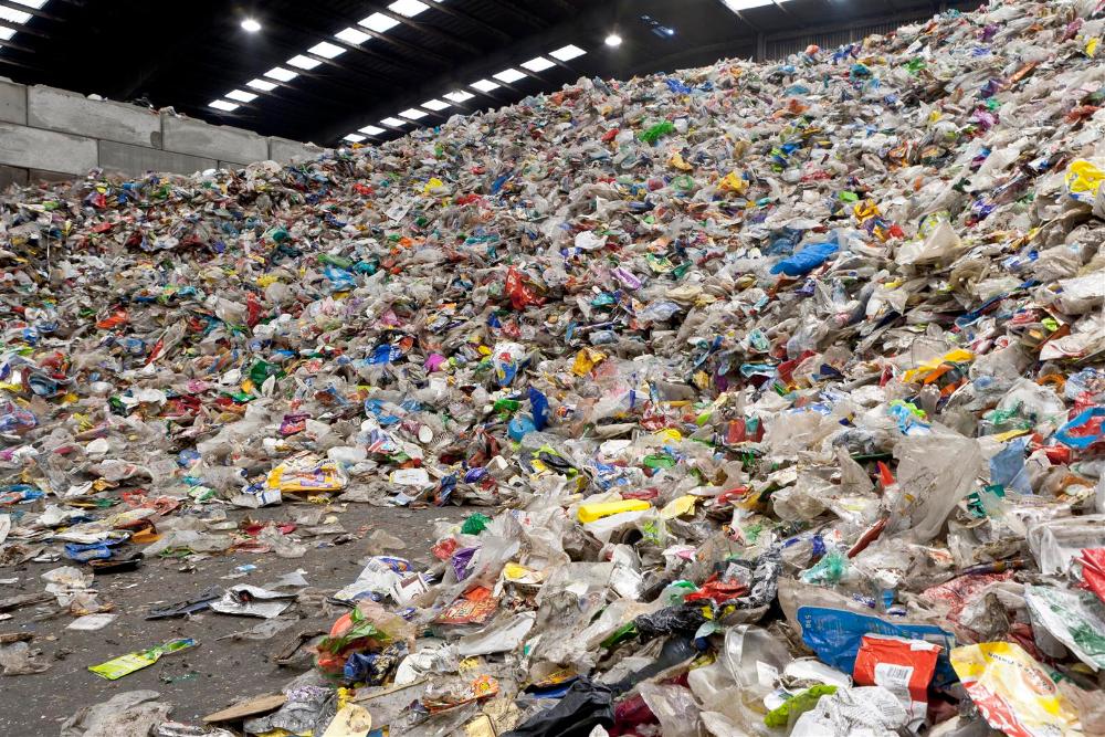 De post-consumer plastic afvalstroom is zeer complex van samenstelling. Het sluiten van de kringloop vergt veel inspanning op het gebied van sorteren en scheiden, bijvoorbeeld in de KSI (foto: Omrin)