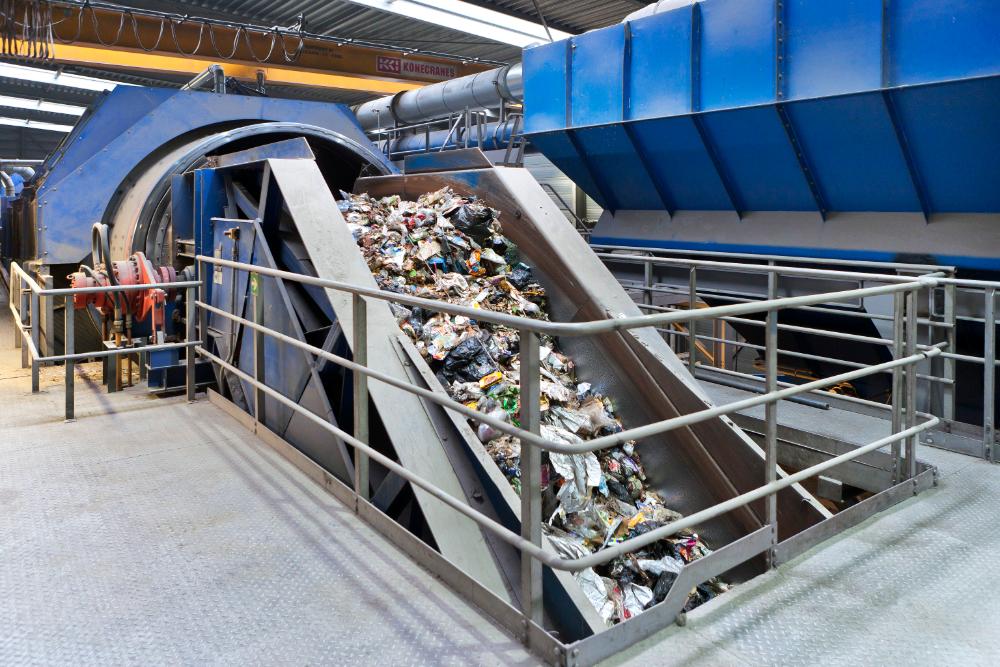 Sortering van de plastic afvalstroom in de KSI bij de Nederlandse inzamelaar en verwerker van afval Omrin, partner in het Circular Plastics Initiative (foto: Omrin)